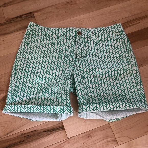 """GAP Pants - Gap green and white 7"""" shorts"""
